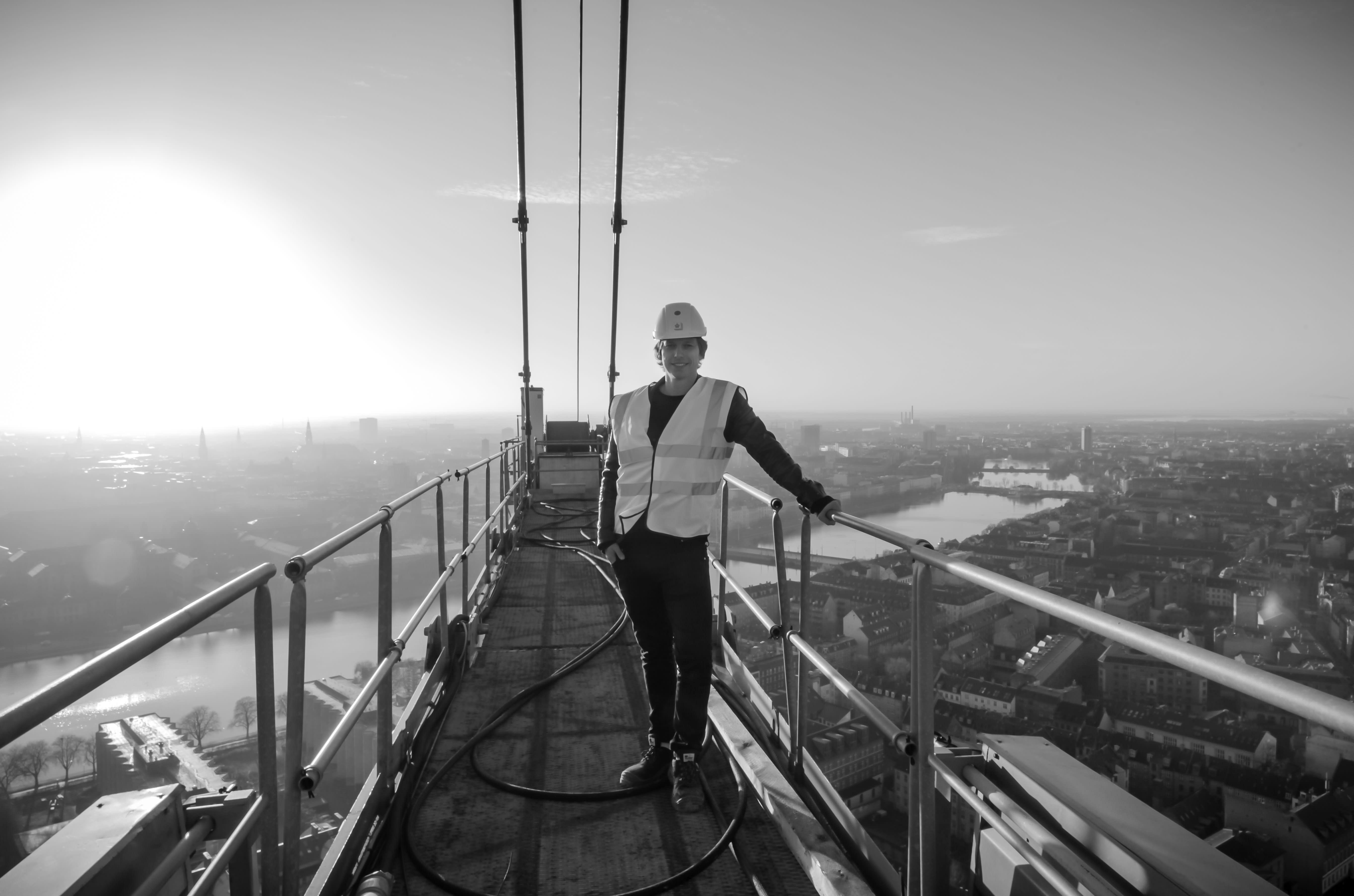 Bo Blaksteen og Nerd Productions på toppen af København i forbindelse med filmoptagelser fra en af landets højeste kraner